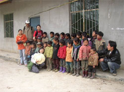 Sanshihu village schoolchildren and DORS staff